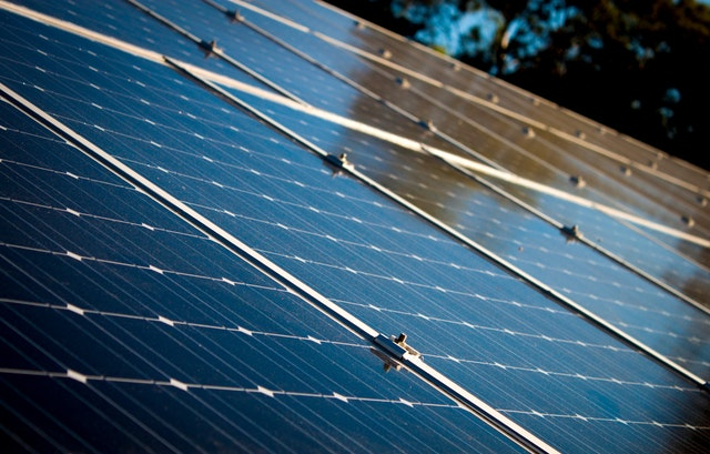 Jak zamontować kolektory słoneczne na dachu?