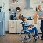 Rodzaje podnośników dla niepełnosprawnych do domu – jaki wybrać?